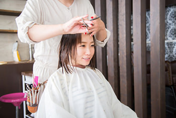 前髪のくせ毛・ペタンとした髪が気になる時の直し方